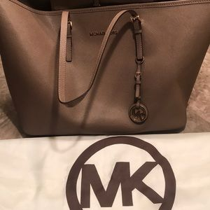 Perfect large tote for traveling , school, work